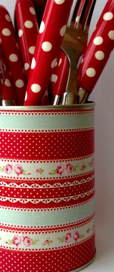 Adorable!  Polka dot silverware.