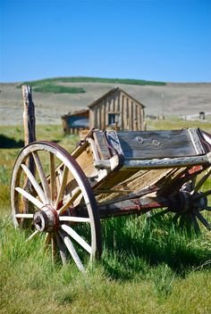 Just hope it's not abandoned. Country Charm, Country Life, Country Barns, Country Roads, Horse Drawn Wagon, Wooden Wagon, Old Wagons, Into The West, Country Landscaping