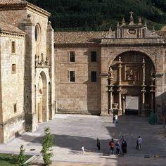San Millán Yuso and Suso Monasteries  © UNESCO / Yvon Fruneau