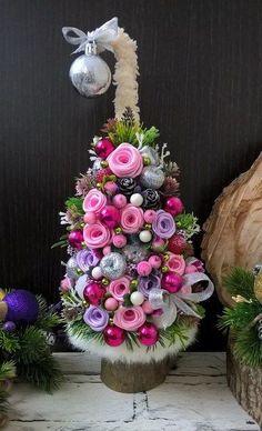 Christmas Pom Pom Crafts, 3d Christmas Tree, Christmas Wreaths, Christmas Bulbs, Christmas Decorations, Holiday Decor, Diy Wreath, Floral Wreath, Home Decor