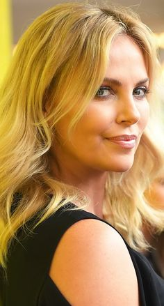 Charlize Theron is Sensational Charlize Theron, Atomic Blonde, Actrices Hollywood, Timeless Beauty, Sensual, Belle Photo, Hollywood Actresses, Beautiful Actresses, American Actress