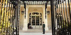 Shangri-la Hotel, Paris, aos pés da Tour Eiffel