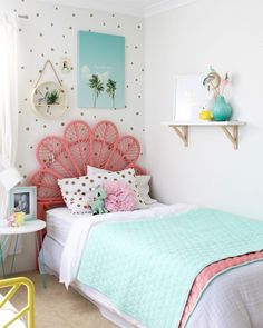 Today Kids Bedroom Ideas brings you 10 teen bedroom decor ideas that are great for any style and helps to keep the space tidy. Bedroom Color Schemes, Bedroom Colors, Bedroom Decor, Bedroom Ideas, Coral Bedroom, Shabby Bedroom, Shabby Cottage, Bedroom Inspo, Shabby Chic