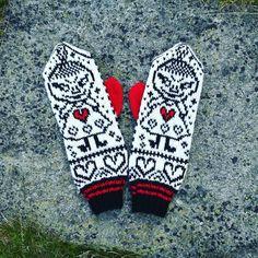 Et nytt par Lille My votter er blitt til på hyttetur. Knitting Charts, Lace Knitting, Knitting Socks, Knitting Patterns, Knit Crochet, Crochet Pattern, Knitted Mittens Pattern, Knitted Hats, Amigurumi