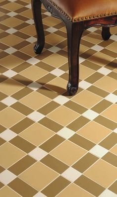 Victorian Floor Tile Brighton Pattern in Dover White, Royal Palladian and Old London