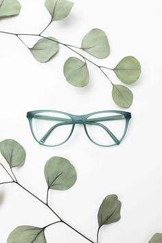 Optical glasses by neubau eyewear: ✓design eyewear ✓combined with sustainability ➤ Find the perfect design of eco-friendly glasses for you! Glasses For Oval Faces, Cute Glasses Frames, Eye Glasses, Framing Photography, Flat Lay Photography, Jewelry Photography, Optical Glasses, Optical Frames, Fashion Fashion