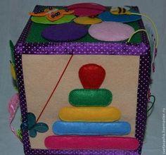 Educatief speelgoed handgemaakt.  Ontwikkelen kubus.  Svetlana.  Fair Masters.  De ontwikkeling van de fijne motoriek, satijnen linten, veters