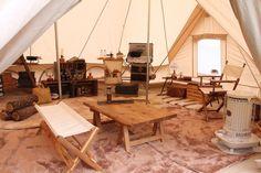 「グランピング」と聞いても、どう楽しむのかまだピンと来ない人もいるはず。そこで実際にグランピングを楽しんでいる2家族にその魅力やお気に入りのアイテムなど、こだわりのスタイルを教えてもらった。 Bell Tent Glamping, Luxury Camping Tents, Camping Glamping, Tent Living, Living Spaces, Native American Teepee, Fun Sleepover Ideas, Camping Shelters, Beach Tent