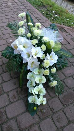 Funeral Flowers, Wedding Flowers, Vence, Cemetery Decorations, Casket Sprays, Modern Flower Arrangements, Arte Floral, Table Flowers, Tropical Flowers
