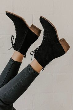 51 Comfortable Shoes Every Girl Should Keep – Shoes Market Experts 51 Comfortable Shoes Every Girl Should Keep – Shoes Market Experts,✔everything I like…. 51 Comfortable Shoes Every Girl Should Keep Dr Shoes, Keep Shoes, Gucci Shoes, Shoes Gif, Nike Shoes, Baby Shoes, Me Too Shoes, Classic Shoes, Black Lace Up Boots
