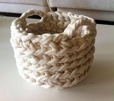 Virkattu kori Wicker Baskets, Handmade, Home Decor, Hand Made, Decoration Home, Room Decor, Home Interior Design, Home Decoration, Woven Baskets