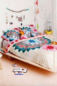 Viste tu casa con estampados llamativos y colores vivos · Dress your home with…