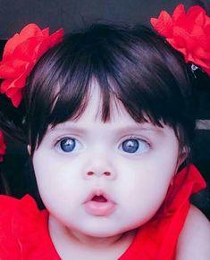 Very lovely girl Small Cute Babies, Cute Little Baby, Little Babies, Baby Love, Baby Kids, Pretty Kids, Cute Kids, Cute Baby Girl Pictures, Cute Baby Videos