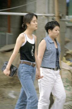 South Korea Street Style: 18 Forgotten Trends All Koreans Were Obsessed With ~ vintage everyday Korea Street Style, Korean Street Fashion, Street Style Looks, Jimin Airport Fashion, 20s Fashion, Fashion Trends, Vintage Fashion, Fashion Design, Street Trends