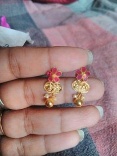 Ruby earrings to match ruby attigai Gold Jhumka Earrings, Gold Earrings Designs, Necklace Designs, Ruby Earrings, Antique Jewellery Designs, Gold Jewellery Design, Trendy Jewelry, Simple Jewelry, India Jewelry