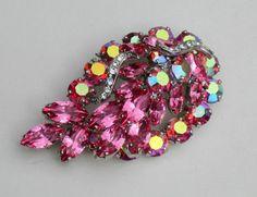 Vintage Weiss Large Vibrant Pink Dimensional Rhinestone Brooch