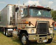 1980 International Transtar Eagle, belongs to Steve Constantin of Hamilton, Ontario. Photo by Jim Park