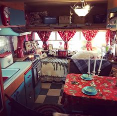 Vintage Stuff and Antique Designs Vintage Camper Interior, Van Interior, Vintage Campers Trailers, Camper Trailers, Small Log Homes, 5th Wheel Trailers, Kayak Trailer, Shasta Camper, Kindness Projects