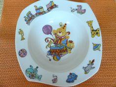 """Miam ! Miam ! C'est l'heure du repas. J'ai accompagné une assiette avec une tasse à 2 anses et l'autre je l'ai intitulée """"Le manège à jouets"""" puisqu'ils tournent sur le bord de l'assiette. Ce sont deux réalisations instructives : l'une pour apprendre..."""