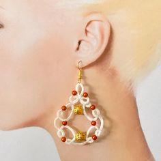 Soon on @filartistique.com #needle #tatting #dentelle #bijoux #handmade #chiacchierino #earings #white #coton by filartistique