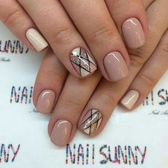 Cute short mani with natural looking colors and cute geometric design
