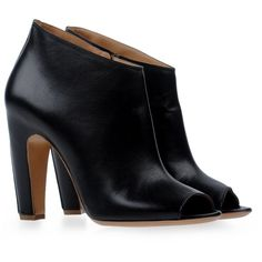 MAISON MARTIN MARGIELA 22 Shoe boots (2.630 RON) ❤ liked on Polyvore featuring shoes, boots, ankle booties, cutout booties, leather cut out booties, zipper boots, cut-out boots and zip boots