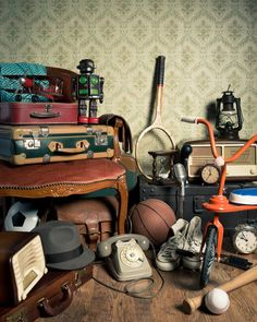 Here are my top 5 selling tips for successfully selling on Craigslist or online for free. Bazar Vintage, Motif Vintage, Selling On Craigslist, Photo Souvenir, Getting Rid Of Clutter, Declutter Your Life, Self Storage, Frugal Living Tips, Frugal Tips