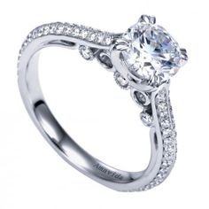 Beautiful engagement ring with incredible and unique details! So amazing!
