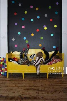 Habitación infantil con pared de topos | Colorful Polka Dots Wall Decal - wallpaper- Removable Wall Sticker - suitable for baby, kids room, nursery