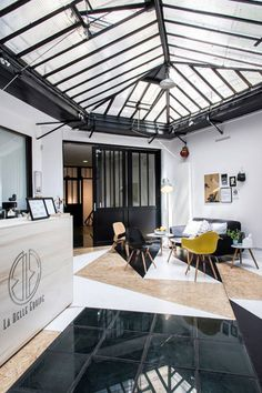 A Modern Thai Boxing Gym by Spray Architecture - Design Milk Architecture Design, Studios Architecture, Futuristic Architecture, Gym Interior, Interior And Exterior, Interior Sketch, Gym Design, Retail Design, Halle