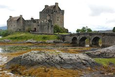 Eilean Donan Castle (Scotland) by Gaizka Portillo, via Flickr