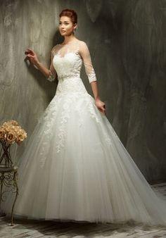 Romantisch verspieltes Vintage A-Linien Brautkleid im Ballkleid-Stil in Elfenbein und Weiß - von Lisa Donetti