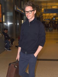 Star Tracks: Wednesday, February 4, 2015 | TRAVELIN' MAN | Could his Oscar speech be in that suitcase? Front-runner Eddie Redmayne smiles as he arrives at Los Angeles International Airport on Tuesday.