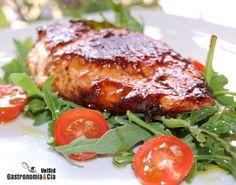 Hoy hemos probado un nuevo glaseado para las carnes que nos gustaría que probarais, a nosotros nos ha encantado en esta receta de Pollo con glaseado de vino y tamarindo, unas simples pechugas de pollo (que ya nos gustan sencillamente hechas al ajillo), pero que hemos enriquecido con este glaseado al que vamos a dar más de una vuelta.La idea la tomamos de los tips que nos proporcionó el chef Sumito Estevez en su blog (y en Twitter), la elaboración original era algo diferente y estaba indicada…