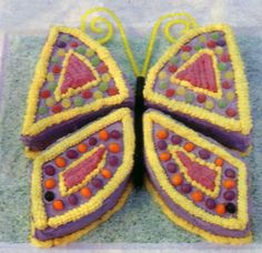 easy butterfly cake 2- shows how to cut a round cake to make into a butterfly