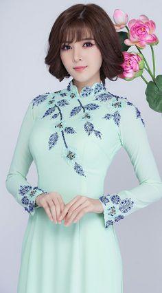 Beauty Collection's albums Vietnamese Traditional Dress, Vietnamese Dress, Traditional Dresses, Oriental Fashion, Asian Fashion, Stylish Dresses, Fashion Dresses, Moda China, Style Chinois