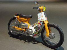 ホンダ スーパーカブ50 POPな原付!カスタムカブです♪の新車・中古バイク販売情報 AToRiKA 521 GARAGE SERVICE スーパーカブベースでカスタムした「CRAZY KIDZ」です。50ccの原付ですので普通自動車免許でお乗りいた…|バイクのことなら、ウェビック バイク選び
