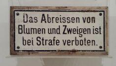 Hinweis in den Waggons der Salzkammergut Lokalbahn - SKGLB - da der Zug ein swehr gemächlicher war.