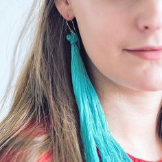 We love big earrings! How about you? 💎 Check out an easy tutorial for these fringe earrings 👉  #linkinbio⠀⠀  ⠀⠀  ⠀⠀  ⠀⠀  ⠀⠀  #linkinbio #fringeearrings #earrings #jewelry #diy #diyideas #makers #diyers #doityourself #teeseitse #80s  #picoftheday #blogger #bloggers #igers