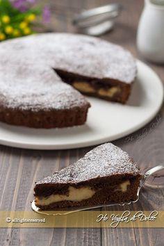Crostata morbida con crema e Nutella, un dolceeloce e facile per chi ha difficoltà con la pasta frolla. Una torta morbida ripiena di crema e tanta cioccolata