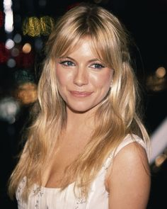 Sienna miller With A Fringe And Long Blonde Hair- ellemag miller hair bangs Sienna Miller's Hair Evolution - Every One Of Her Bohemian Hair Looks Source by hair Blonde Hair With Fringe, Dark Blonde Hair Color, Blonde Bangs, Honey Blonde Hair, Blonde Hair Looks, Edgy Blonde Hair, Balayage With Fringe, Sienna Miller Hair, Sienna Miller Fringe