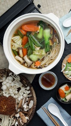 Healthy Soup Videos To Buy - RetroModa Asian Recipes, Real Food Recipes, Healthy Recipes, Bento Recipes, Soup Recipes, Tastemade Recipes, Japanese Dinner, Clean Eating, Good Food
