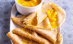 Os crepes de tangerina são um prato bom para preparar para um brunch de domingo. Ficam prontos num instante e a fruta equilibra a massa.