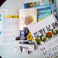 很忙的一周。三月就在忙碌中悄悄的溜走了。。。 #mtn #midori #travelersnotebook #book #reading #weekly #weeklyplanner #journaling #stamp #washitape #maste #marks #watercolor #wildlife #stickers #inkpad #versafine #chamilgarden #手帐 #手帐好朋友 #手帳 #手帳好朋友 #纸胶带 #貼紙 #手寫 #閱讀 #水彩 #荒野足跡 #夏米花園