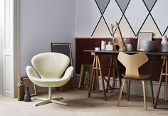 Fall in love with one of Fritz Hansen's many designer lounge chairs. Explore the whole Fritz Hansen lounge chair collection here. Leather Recliner Chair, Leather Chairs, Swan Chair, Fritz Hansen, Arne Jacobsen, Apartment Furniture, Lounge Areas, Egg Chair, Entertainment Center