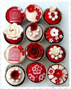 Wedding Cupcakes - Cake by Kriti Walia Elegant Cupcakes, Fancy Cupcakes, White Cupcakes, Pretty Cupcakes, Beautiful Cupcakes, Wedding Cupcakes, Cupcakes Lindos, Cute Cakes, Mini Cakes