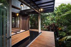 Tolles Projekt von Alkhemist Architects, die von zwei Brüdern beauftragt wurden, ein Haus im thailändischen Nichada Village (Bangkok) zu erstellen. Also, z