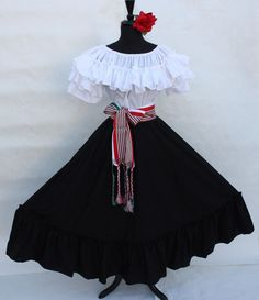 Will have after-dark functions blanketed with the scope of the police chase astonishing nightfall clothes. Mexican Fashion, Mexican Outfit, Mexican Dresses, Dama Dresses, Quince Dresses, Traditional Mexican Dress, Traditional Dresses, 15 Anos Dresses, Pretty Dresses