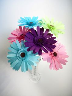 origami gerber daisies - amazingy would be so cute on a desk :) I want to make some for college!