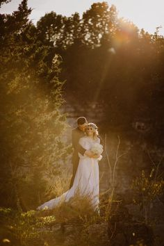 Saul Cervantes Wedding Photography is completely romantic and filled with tons of natural light! We can't get enough! Click the image to learn more. Photo credit: Saul Cervantes Wedding Photography